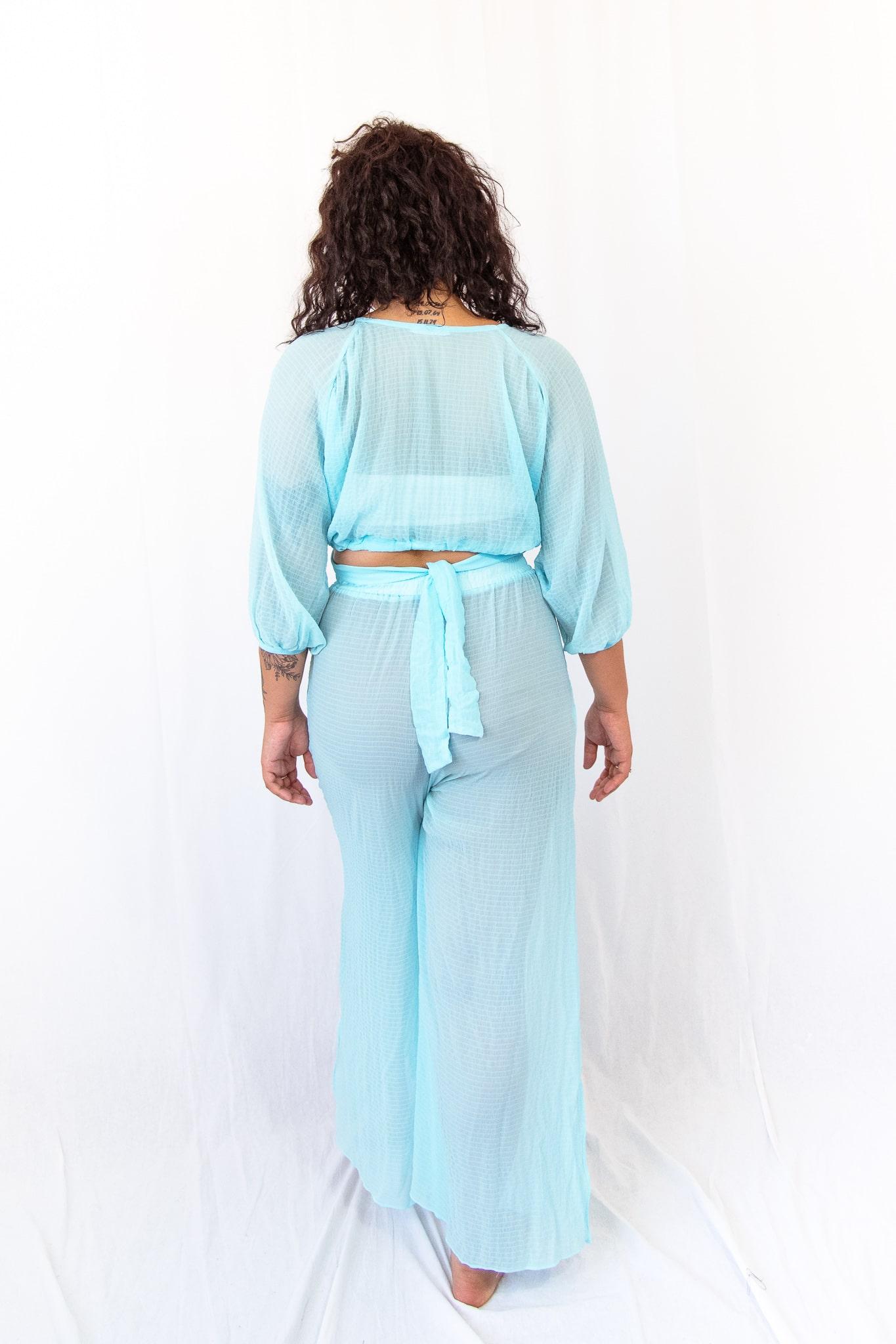 Calça transparente azul
