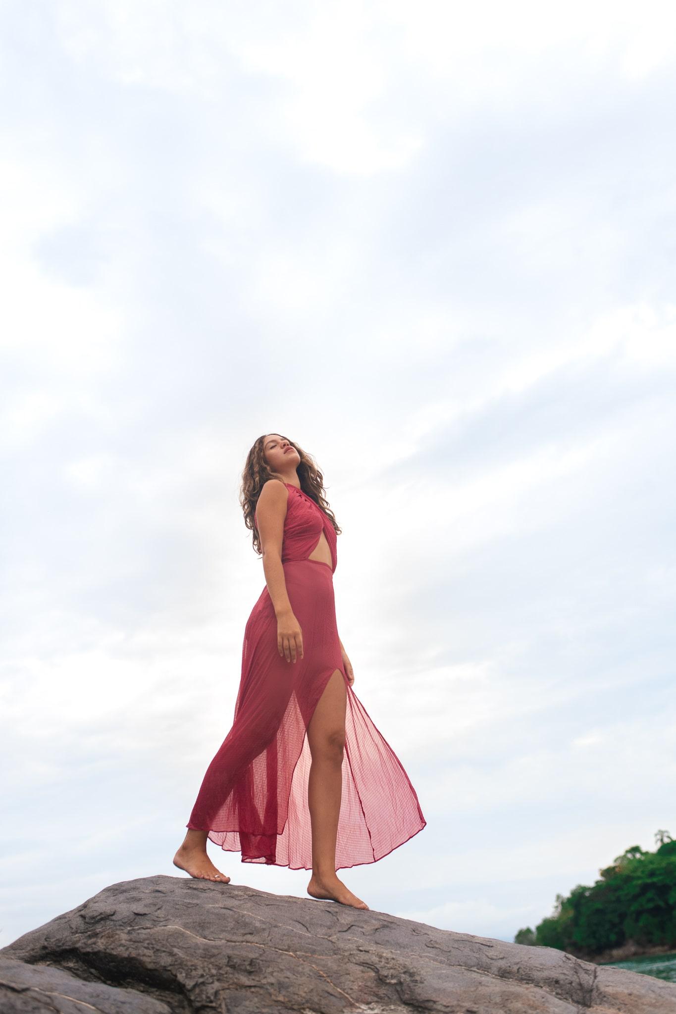 Vestido decotado transparente